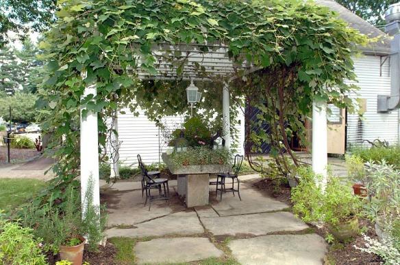 massachusetts-gilsons-herb-lyceum-patio